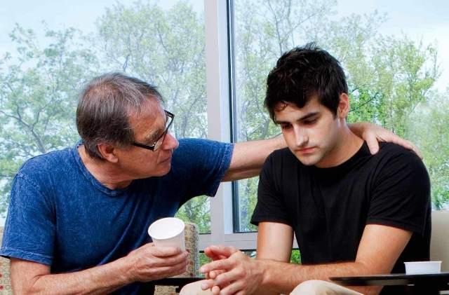 Помочь наркоману начать лечение в Харькове