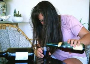 Жена пьет: что делать мужу и как оказать ей помощь в Харькове